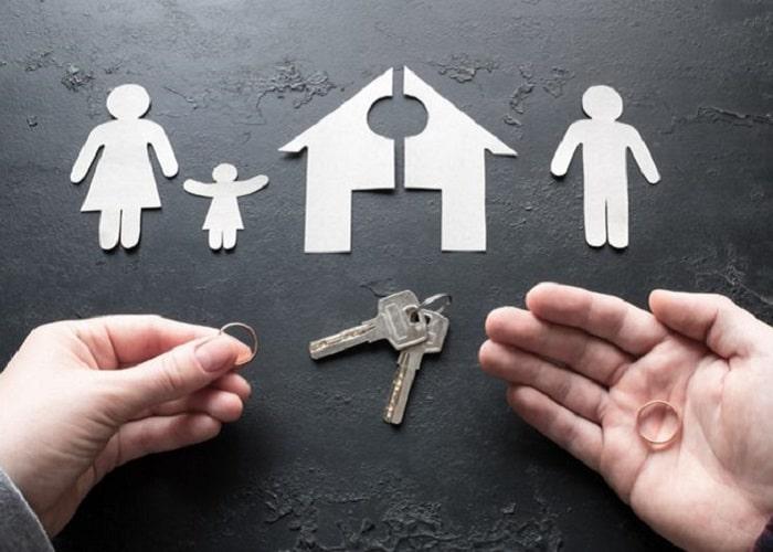 افسردگی و ضربه های روحی به فرزندان، یکی از نتایج طلاق می باشد.
